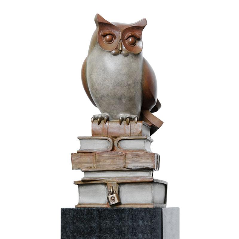 Galerie 713 | Art contemporain - Bronzen beeld van kunstenaar Frans van Straaten.